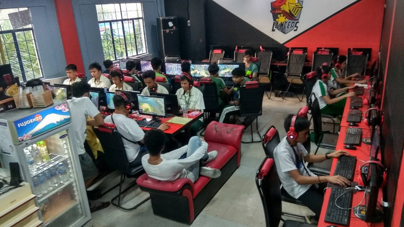 Lancers gaming cafe trece